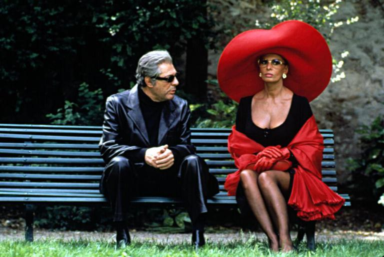READY TO WEAR, (aka PRET-A-PORTER), Marcello Mastroianni, Sophia Loren, 1994, (c) Miramax