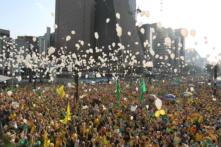 ARBX - 31/07/2016 - SvÉO PAULO - POLITICA / MANIFESTACAO VEM PRA RUA - FORA DILMA Manifestacao na Avenida Paulista liderada pelo movimento Vem Pra Rua. Foto: Rafael Arbex / ESTADAO